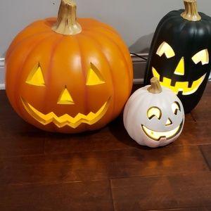 HALLOWEEN  lighted pumpkins.  Set of 3.